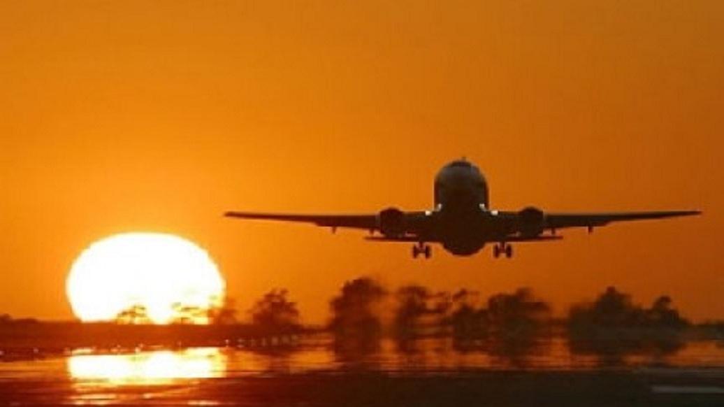 Avião Boeing decola